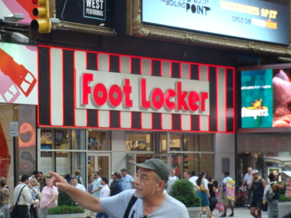 Foot Locker Inc (NYSE:FL)
