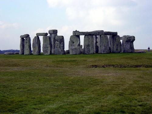 800px-Stonehenge_Wide_Angle