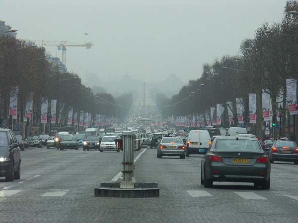 800px-France-Paris-Traffic1