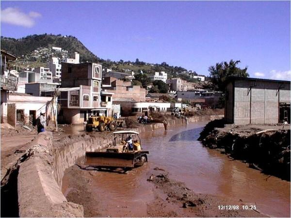 799px-Mitch-Tegucigalpa_Cleanup