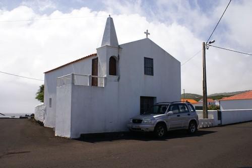 800px-Ermida_de_São_Tomé,_Ponta_da_ilha,_Manhenha,_Piedade,_Lajes_do_Pico,_ilha_do_Pico,_Açores,_Portugal