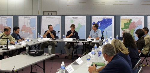 800px-FEMA_-_37510_-_FEMA_Joint_Field_Office_meeting_in_Texas