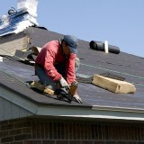 800px-FEMA_-_44634_-_Roofer_working_on_a_home_in_Oklahoma