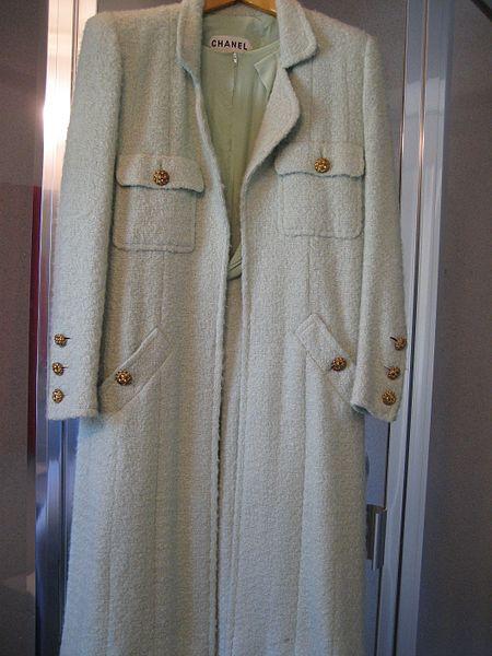 450px-Chanel_suit