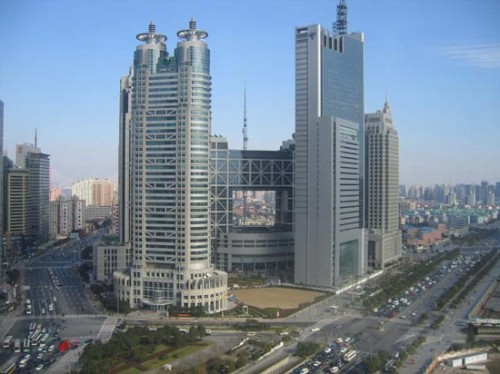 Pudong_district_roads_traffic_skyscrapers,_Shanghai