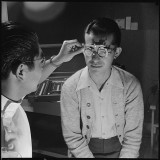 601px-Heart_Mountain_Relocation_Center,_Heart_Mountain,_Wyoming._Optometrist,_Wright_Kawakami,_examines_t_._._._-_NARA_-_539458