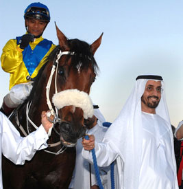 2007_winner_Asiatic_Boy_with_his_owner_His_Excellency_Sheikh_Mohammed_bin_Khalifa_Al_Maktoum