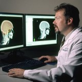 755px-Doctor_review_brain_images