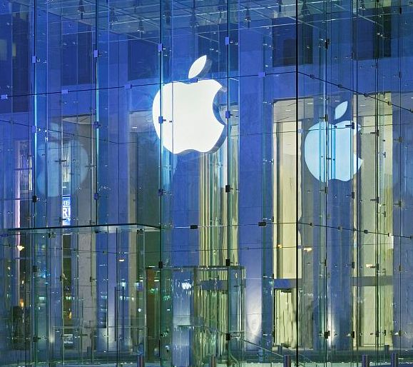 Apple Store on 5th Avenue, New York City. Designed by San Francisco based design firm Eight Inc.