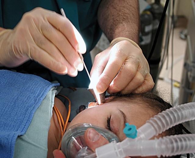 medic-doctor-ear-surgery