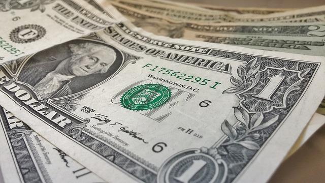 dollars-426026_640