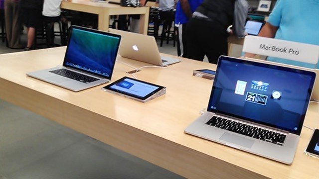 Apple, is AAPL a good stock to buy, MacBook Pro, repairs,