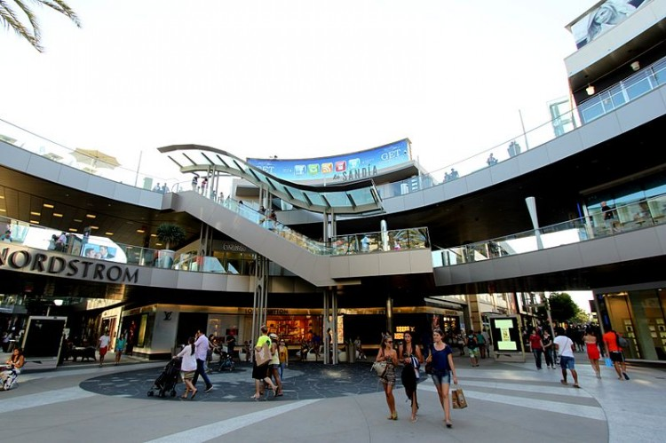 800px-Santa_Monica_Place_-_a_Shopping_Mall