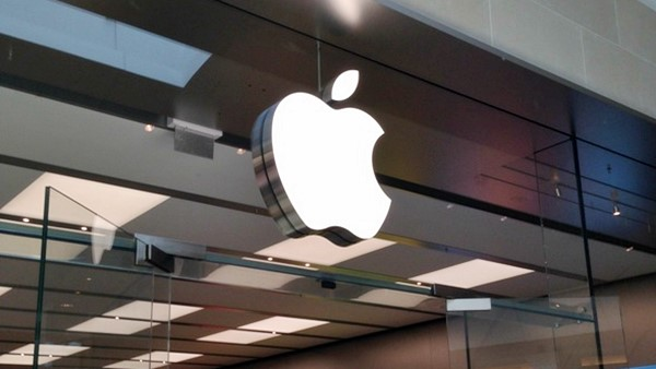 Apple, is AAPL a good stock to buy, NASDAQ:AAPL, Royal Dutch Shell, NYSE:RDS.A, Michelle Davis, bonds, treasury bills, repatriation, taxation, shareholder return,