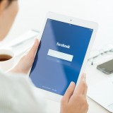 Facebook Inc (NASDAQ:FB), Facebook application login page, Apple iPad Air, tablet, logo