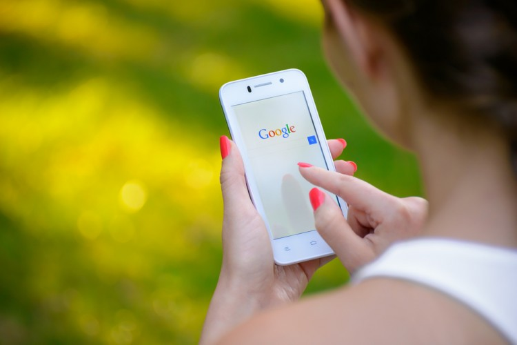 Google Inc (NASDAQ:GOOGL), search, homepage, mobile, hone, android, touchscreen, display, fingers, business, web, smart
