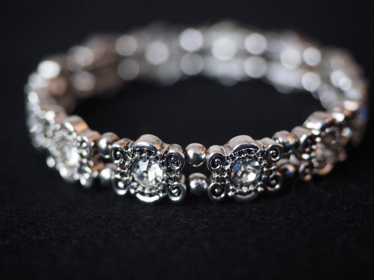 bracelet-671791_1280
