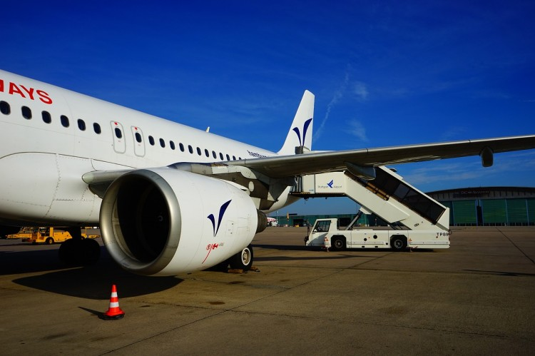 aircraft-375394_1280