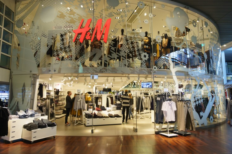 Hennes & Mauritz, store, clothing, brand, fashion, sell, outlet, luxury, sommerce, shop,