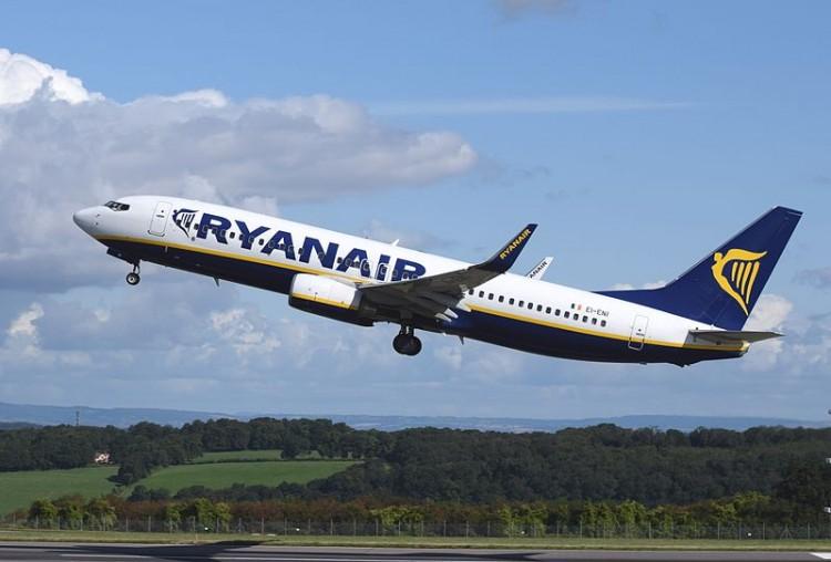 Ryanair_Boeing_737_(EI-ENI)_departs_Bristol_Airport_23September2014_arp