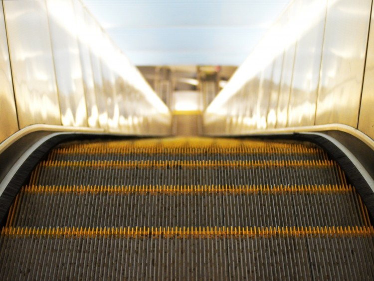 escalator-897670_1920