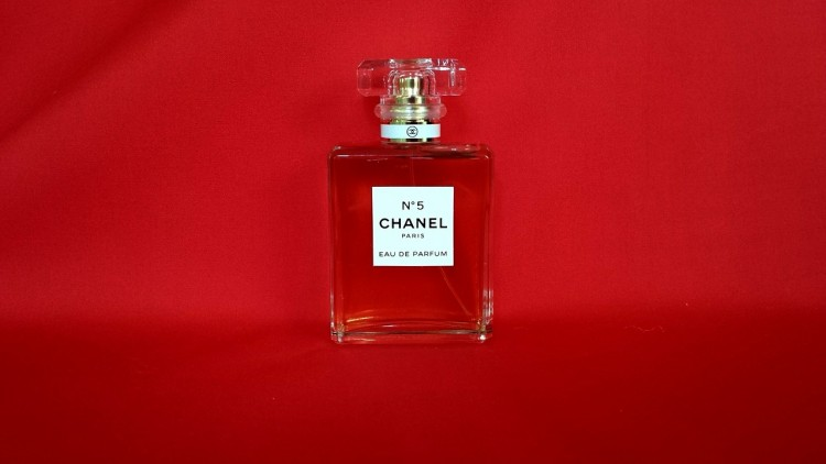 perfume-627688_1280 Top 10 Best Cosmetic Companies in the World