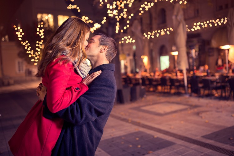 kiss, new, year, outdoor, feelings, street, date, copy, illuminated, decorated, red, anniversary, horizontal, tender, holiday, night, celebration, xmas, evening, christmas, 10 Romantic Winter Date Ideas in New York City