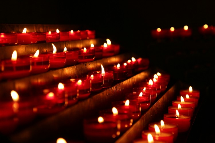 mass, closeup, sacrifice, wishes, red, day, glowing, symbol, light, spiritual, jesus, christmas, glow, black, faith, tea, religious, dark, several, flame, church, candlelight, cult, 10 Most Dangerous Religious Cults in the World