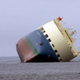ship-aground-1041335_1280