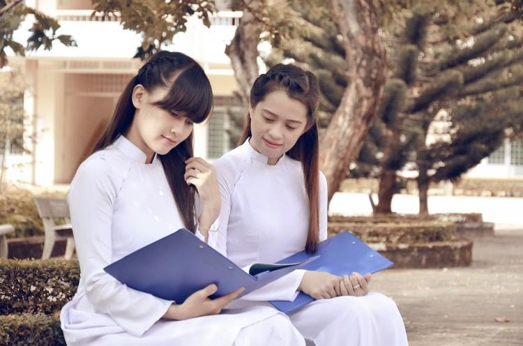 student-years-678692_1280 15 Easiest Debate Topics for High School