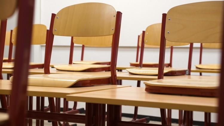 classroom-824120_1280 15 Easiest Debate Topics for High School