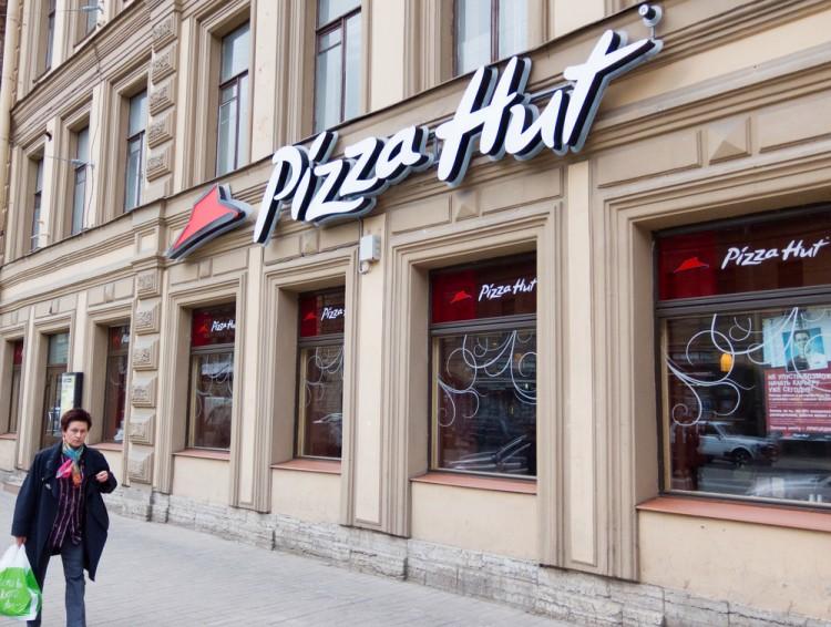 hut, pizza, russia, downtown, network, street, travel, day, life, petersburg, restaurant, summer, chain, editorial, prospekt, nevsky, woman, outdoors, company, tourism,