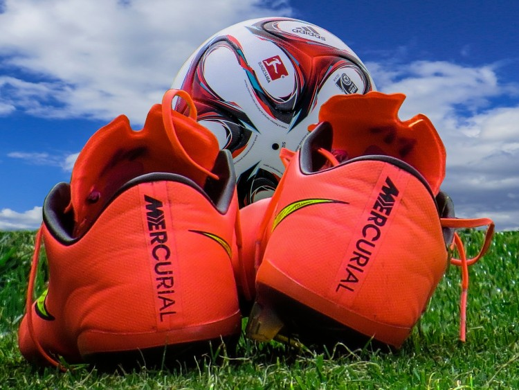 5 Best Soccer Shoes For Artificial Turf and Indoor Use