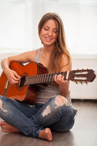 10 Easiest Four Chord Songs For Beginners