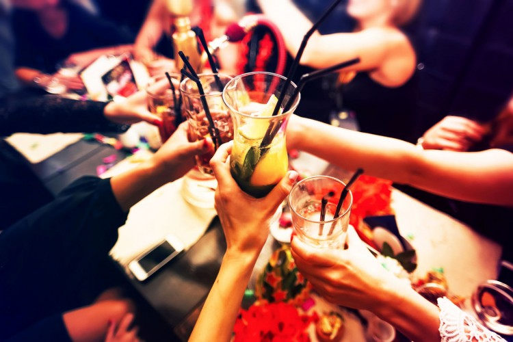 15 Best Pickup Bars in NYC For Singles Over 40