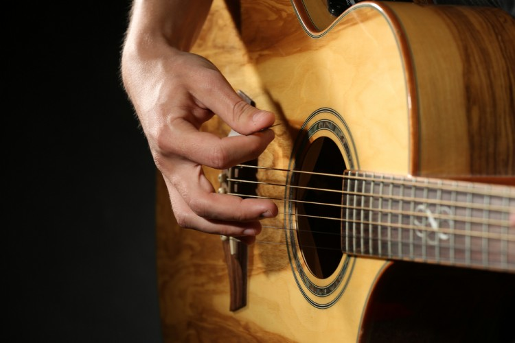 15 Easiest Acoustic Guitar Songs to Play For Beginners