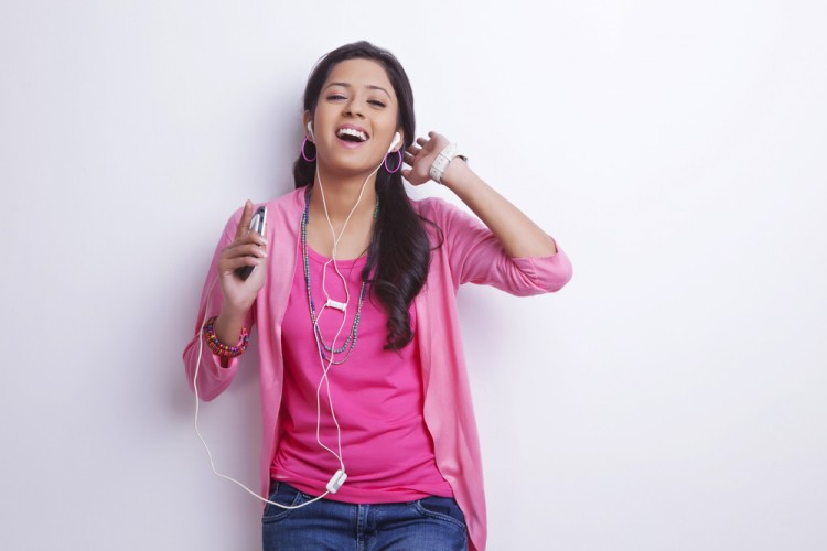 10 Easiest Hindi Karaoke Songs To Sing For Beginners