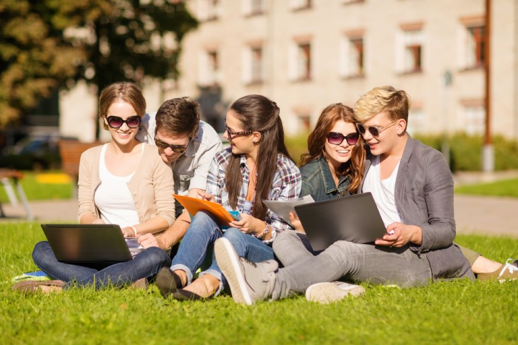 15 Summer Programs for High School Students with Scholarships